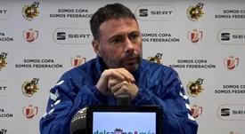 El técnico analizó el partido. Captura/Youtube/C.D. Ebro T.V