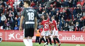 Manu Barreiro celebra con sus compañeros el 2-2 ante el Almería. LaLiga