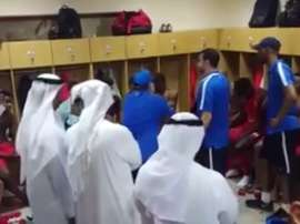 Maradona arengó a sus jugadores del Al-Fujairah de esta manera. Twitter/FootbieEspaña
