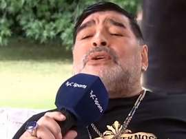 Maradona se met à chanter en italien. Captura/TyCSports