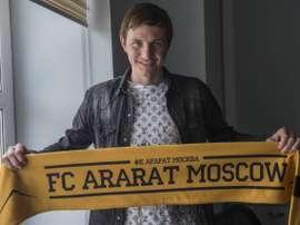 Izmailov rescindió y anunció su retirada. AraratMoscow