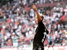Marc Rzatkowski, futbolista del St. Pauli, ha marcado el gol del parón invernal alemán. Twitter