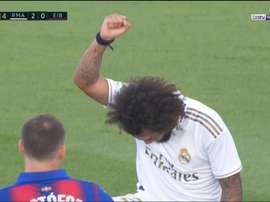 Marcelo comemorou o gol com manifestação contra o racismo. Captura/Movistar+