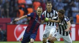 Iniesta tuvo un bonito gesto con Marchisio. AFP