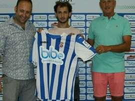 El club de Torrelavega presentó al extremo, que firmó un contrato de un año. RSGimnástica