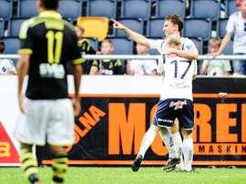 Marcus Hansson, nuevo jugador del Djurgarden sueco y ex del Tromso noruego, celebra un gol anotado cuando militaba en el también sueco Gefle. DIF