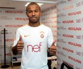 O brasileiro assinou por três temporadas com os turcos. GalatasaraySK