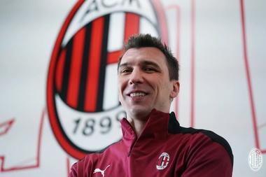 Mandzukic presentato con il Milan. ACMilan