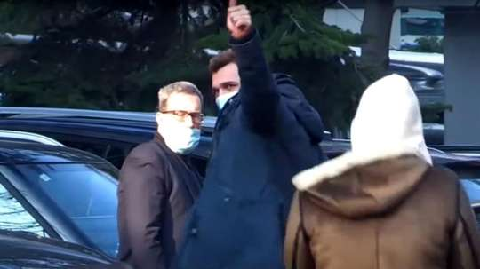 Mario Mandzukic leaves the clinic. Screenshot/ASTV