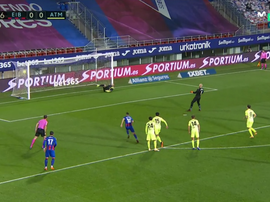Eibar keeper Dmitrovic put the Basques in front v Atletico. Screenshot/MovistarLaLiga