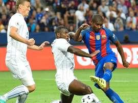 Marlon Santos intenta un remate en un partido contra el Leicester. AFP