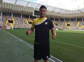 Marquinho posa con los colores del Udinese. Twitter