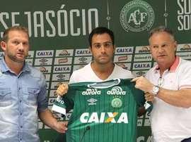 Martinuccio no se olvida de sus compañeros de Chapecoense. Chapecoense