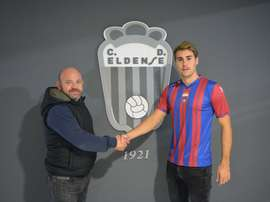 Ferrer ya luce los colores de su nuevo equipo. CDEldense