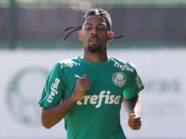 Caso o jogador do Palmeiras seja negociado, o Barcelona deverá emprestá-lo. Palmeiras