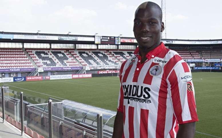 Mathias Pogba posa con la camiseta del Rotterdam. SpartaRotterdam