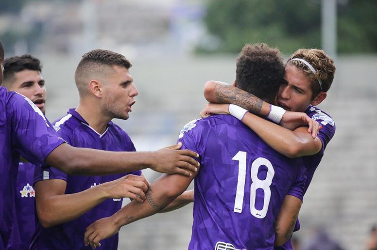 Matías Etchegoyen celebra un gol con algunos de sus compañeros de equipo. Twitter/Metropolitanos_
