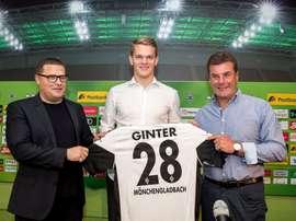 Jovem zagueiro muda de ares na Bundesliga. AFP