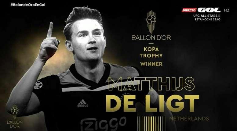 De Ligt recibió el Trofeo Kopa 2019 en la gala del Balón de Oro. Captura/GOL