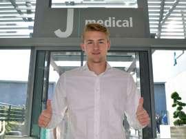 De Ligt, pasando las pruebas médicas. Twitter/Juventusfc
