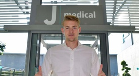 De Ligt is in Juventus' facilities to pass the medical tests. Twitter/JuventusFC