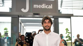 Presidente do Benfica viajou a Turim para assinar com Perin. Juventus