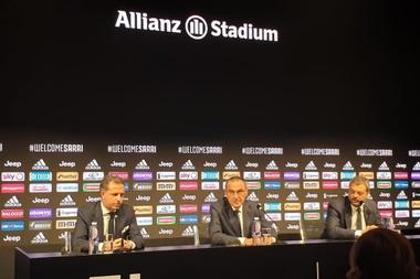 Sarri souahite s'entretenir avec quelques joueurs. JuventusFC