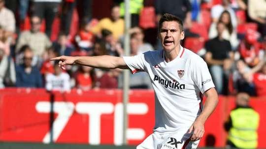 Wöber, proche de la porte de sortie. SevillaFC