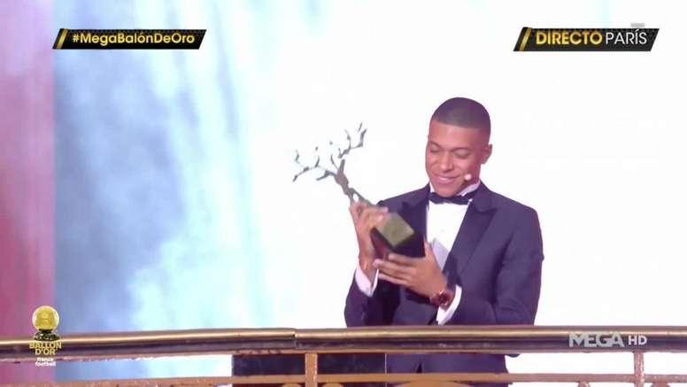 Mbappé has won the very first Kopa trophy. Captura/MegaHD