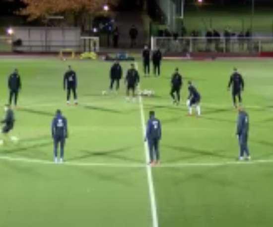 Mbappé se lo pasó en grande en el entrenamiento. Twitter/Francia