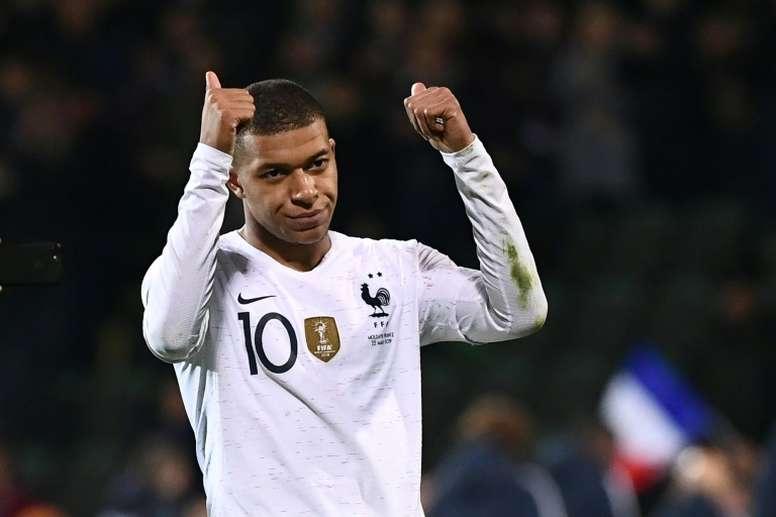 Pelé es hospitalizado en París