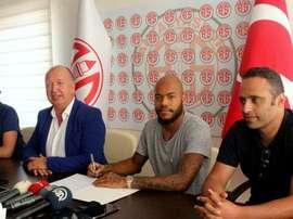MBolhi probará suerte con el Antalyaspor. Twitter