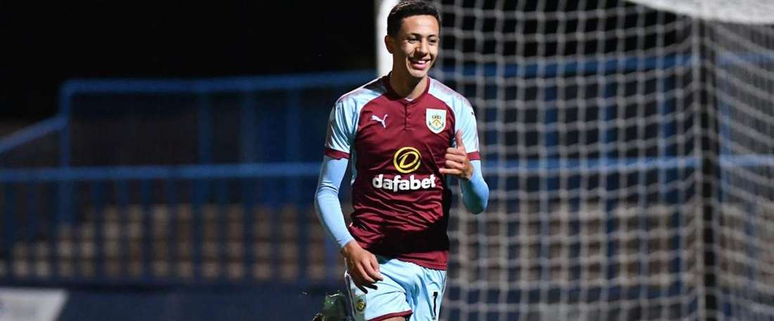 Dwight McNeil pode voltar ao time que o descartou. Burnley