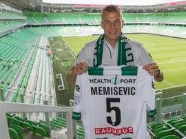 Memisevic posa con la camiseta del Groningen. Groningen