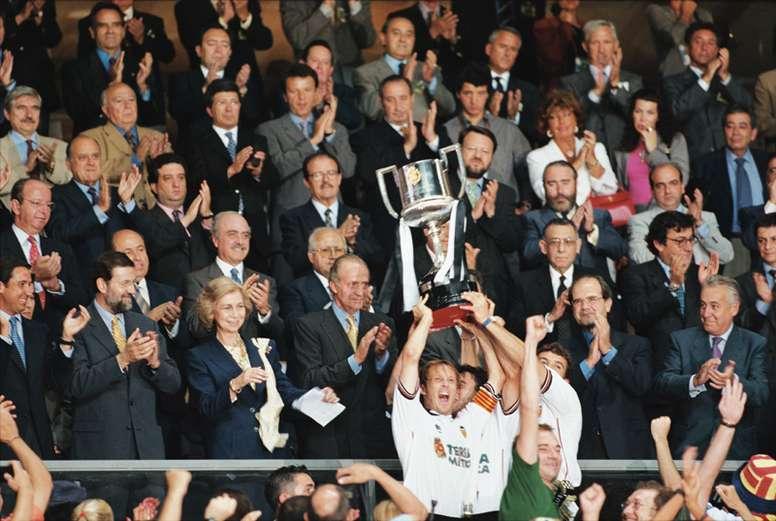 Hace 20 de la sexta Copa del Rey del Valencia. EFE/Archivo