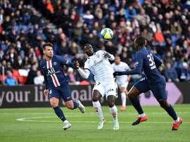 Ligue 1 e Ligue 2, a portas fechadas. Twitter/DFCO_Officiel