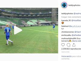 L'action de Ed Sheeran. Instagram/Teddysphotos