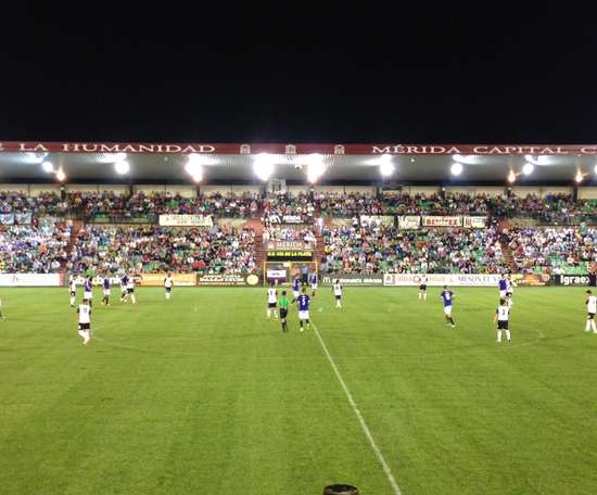 El Mérida empató a dos y complicó sus opciones de quedarse en Segunda B. Twitter/Merida_AD