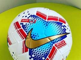A nova bola do Campeonato Chileno. Twitter/Fernando10131
