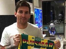 El argentino guardó la camiseta que le enviaron desde Argentina. Instagram/Leomessi