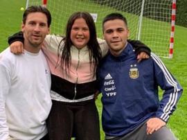 Messi posa con sus familiares. Instagram/LeoMessi
