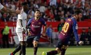 Messi and Suarez at the Sanchez-Pizjuan. EFE