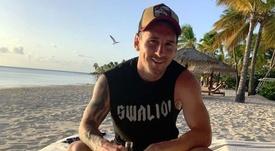Messi cambió el mate por la cerveza. Insgram/AntonelaRocuzzo
