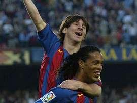 Messi et Ronaldinho célèbrent le premier but de l'Argentin. AFP