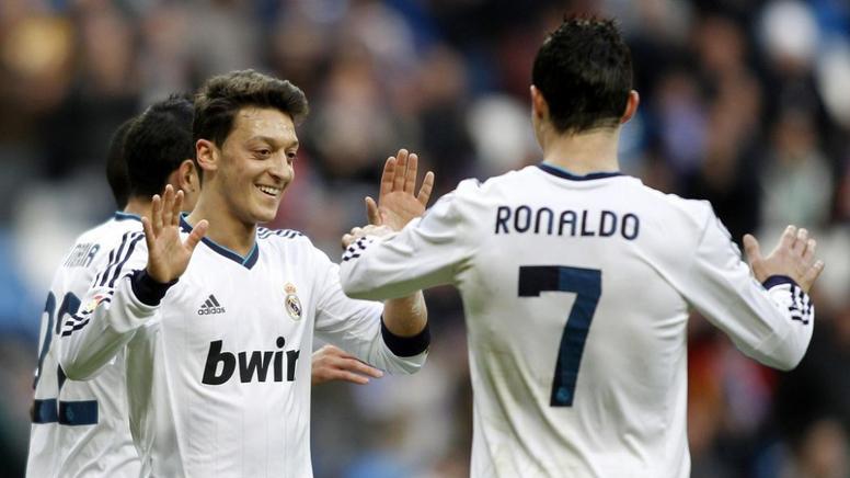 O XI ideal de Özil recheado de madridistas. EFE