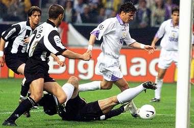 L'ex attaccante del Real Mijatovic segna in fuorigioco il gol in finale di Champions '98.
