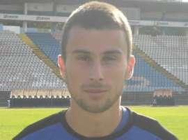 Milan Gajic se realiza la foto oficial para la página web del equipo. OFKBeograd