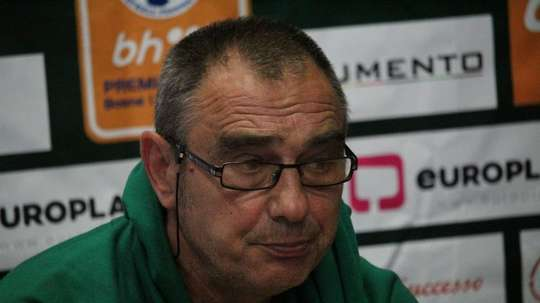 Milomir Odovic abandona el banquillo del Olimpic de Sarajevo. Olimpic