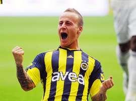 Miroslav Stoch celebra un tanto anotado con el Fenerbahçe. Fenerbahce