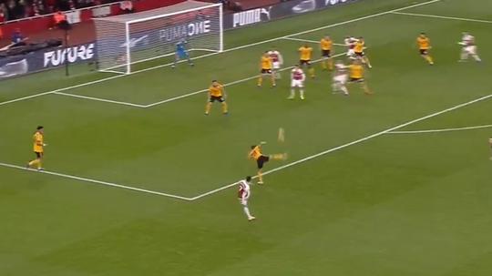 Mkhitaryan scored a lucky goal for Arsenal. Captura